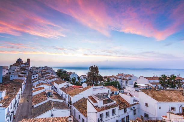 Altea casas blancas al atardecer en Costa Blanca, España - foto de stock