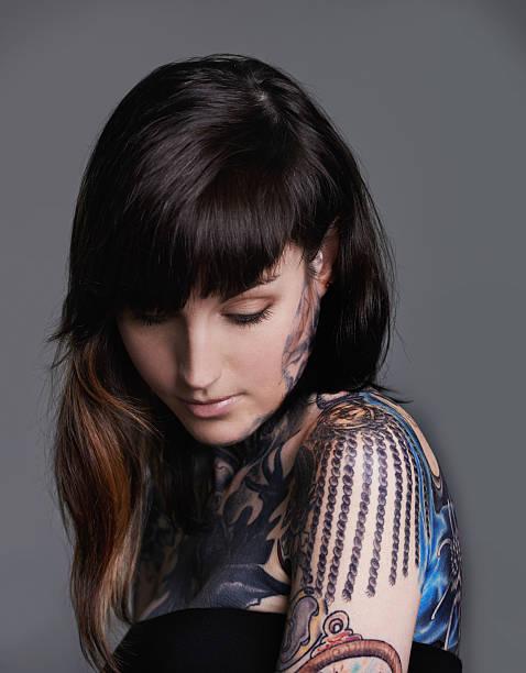 alternative schönheit - tattoo ideen stock-fotos und bilder