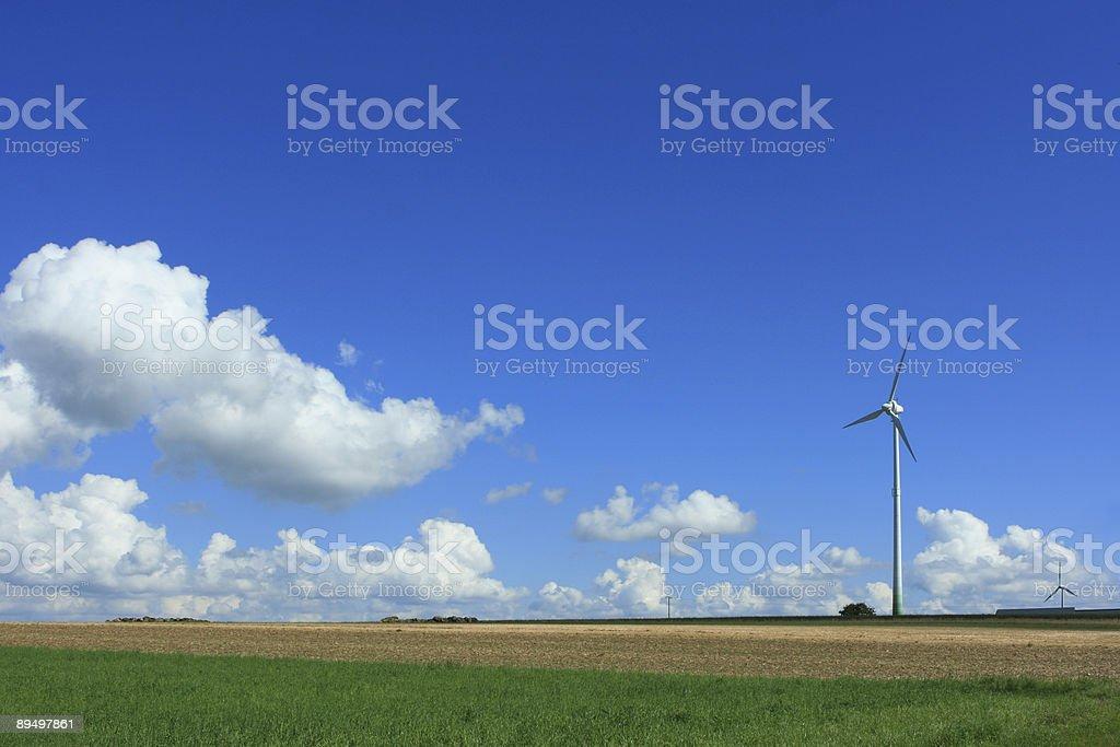 Energia alternatywna Krajobraz z turbin wiatrowych zbiór zdjęć royalty-free