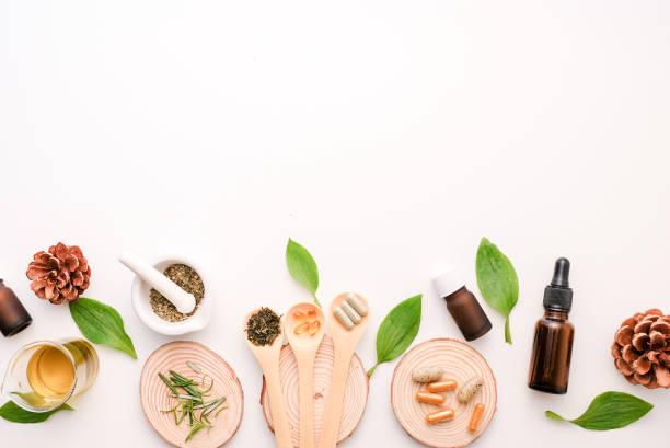 medicina alternativa da erva com ervas o natural orgânico no laboratório. cápsula de óleo, nutrição natural orgânica. food saudável e wellness. - fenômeno natural - fotografias e filmes do acervo
