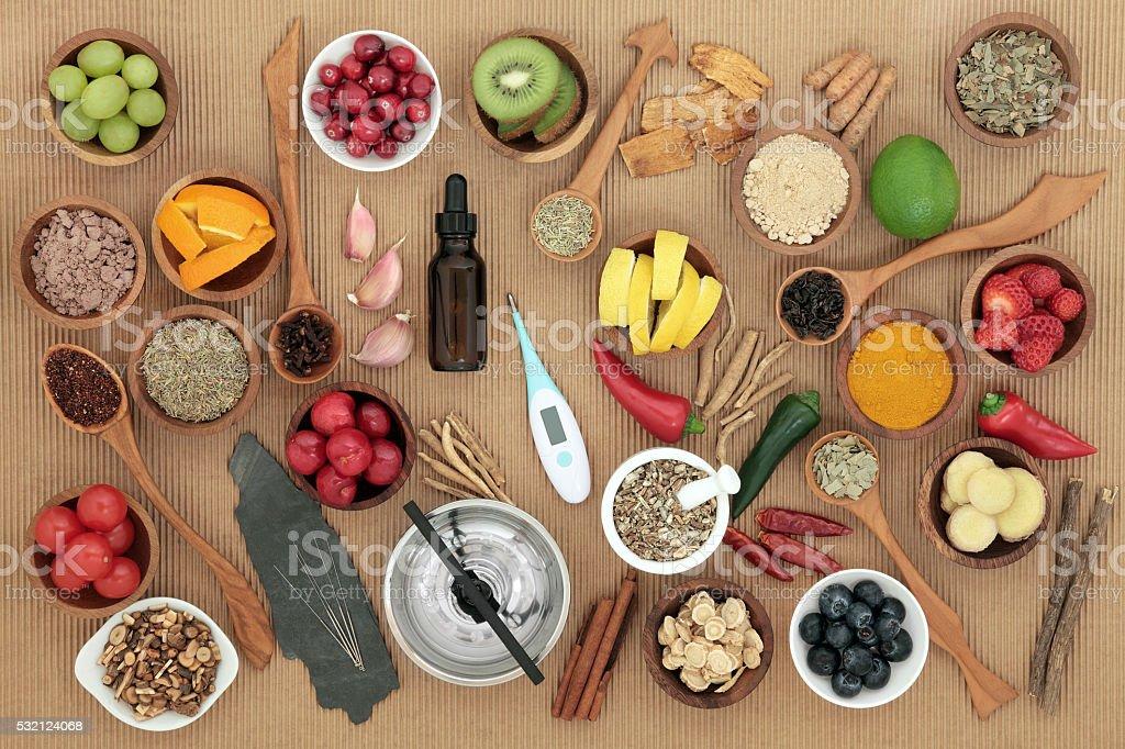 Medicina alternativa y alimentos de medicina para los resfriados - foto de stock
