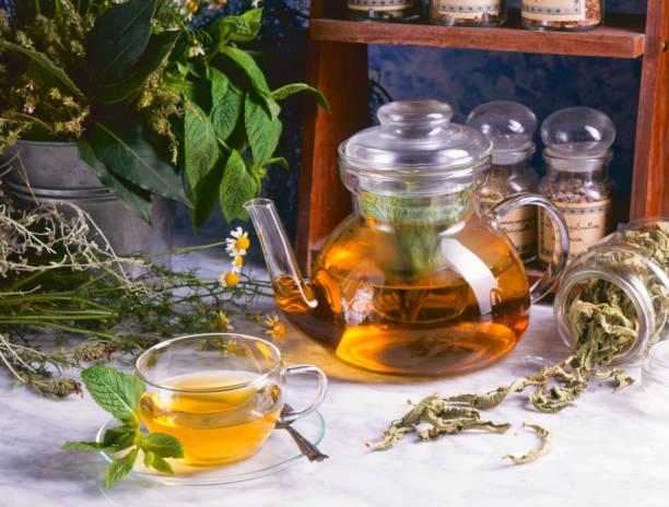 alternative medicine. herbal therapy. - herbata ziołowa zdjęcia i obrazy z banku zdjęć