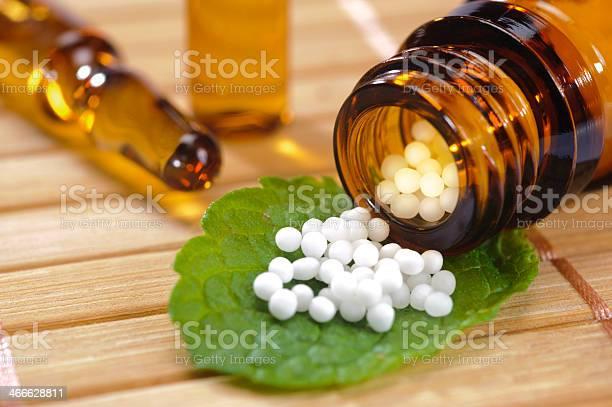 Alternative Medizin Stockfoto und mehr Bilder von Alternative Behandlungsmethode