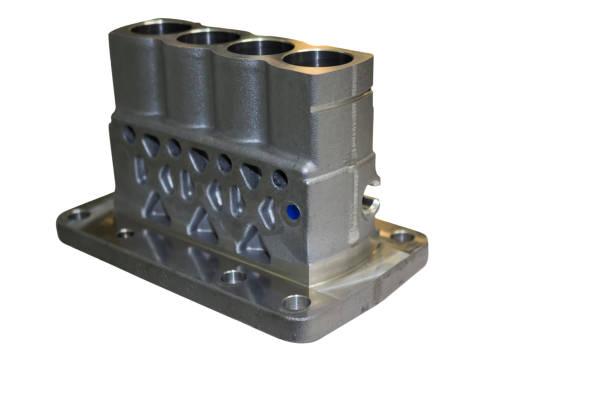 Fundición de aluminio y mecanizado para bomba de inyección - foto de stock