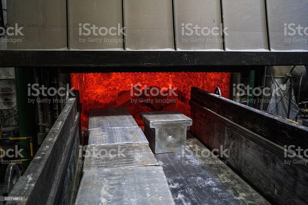 Fourneau à l'Usine d'Aluminium - Photo
