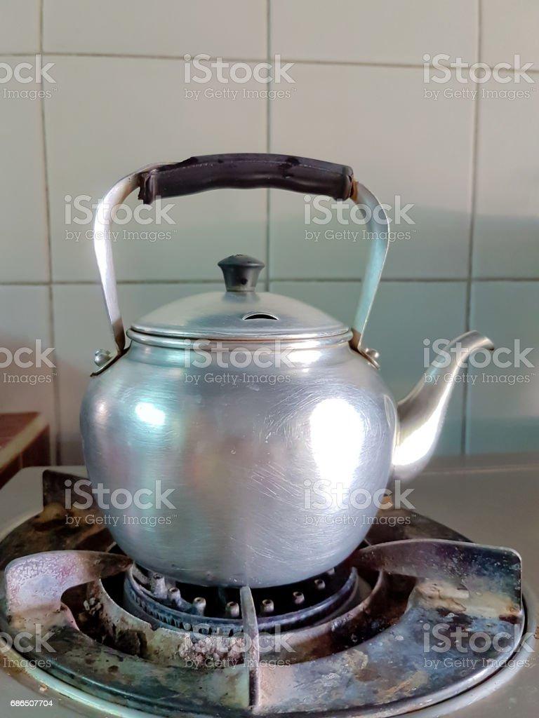 aluminium teapot boil on the old gas stove foto stock royalty-free