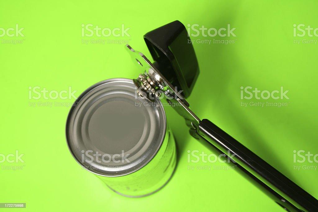 Abrelatas en latas de aluminio - foto de stock