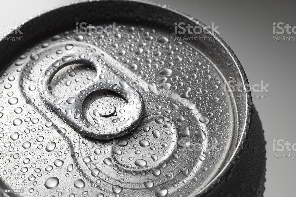 Aluminium können mit Makro mit Wassertropfen – Foto