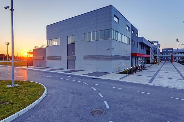 aluminum facade on residential building - 工業建築物 個照片及圖片檔