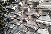 Aluminum ingots. Transportation of aluminum for export.