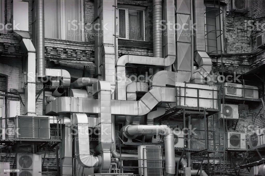 Photo de stock de tuyaux de ventilation en aluminium à lextérieur de