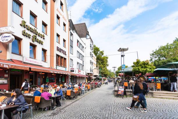 bin bollwerk promenade in kölner innenstadt - restaurant köln stock-fotos und bilder