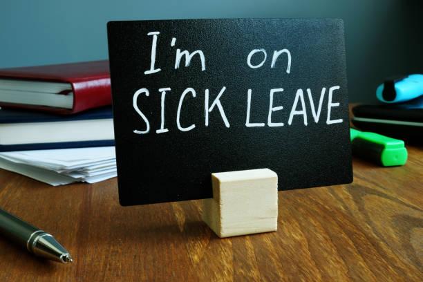 Ich bin auf Krankenstand Zeichen am Arbeitsplatz. – Foto