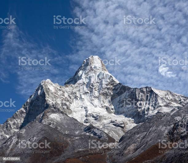 Foto de Ama Dablam Monte Vista Do Parque Nacional De Sagarmatha Nepal e mais fotos de stock de Acampamento base