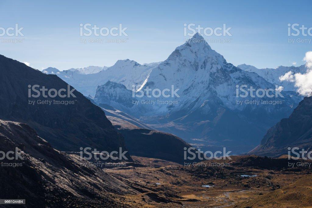 Ama Dablam bergstopp i Everest regionen view från Chola passera, Everest regionen, Nepal - Royaltyfri Ama Dablam Bildbanksbilder