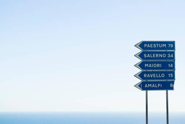 amalfi coast road sign - cartello stradale italia km foto e immagini stock