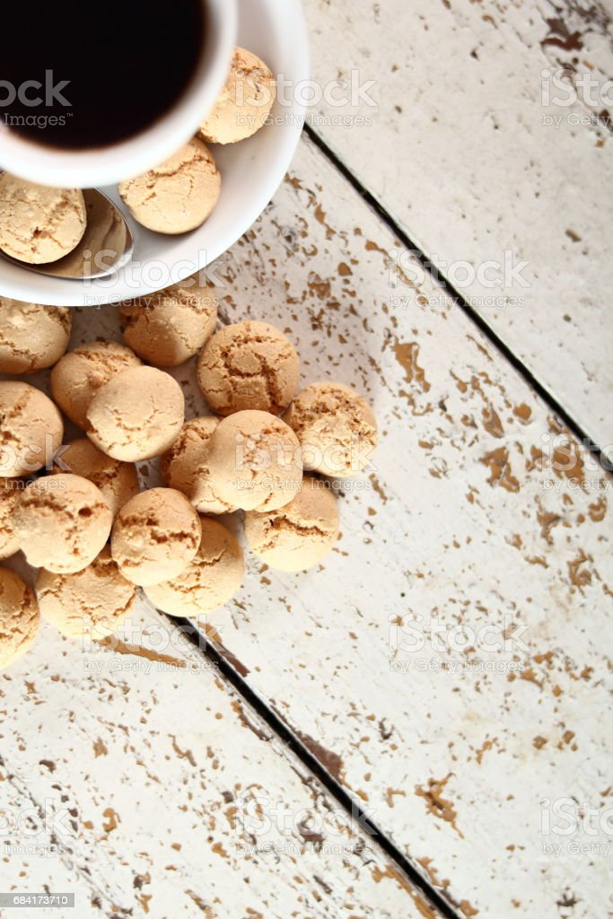 Amaretti biscuits and coffee cup photo libre de droits