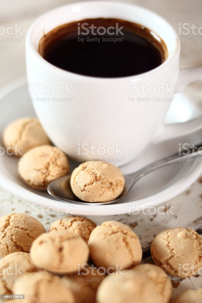 Amaretti biscuits and coffee cup foto stock royalty-free