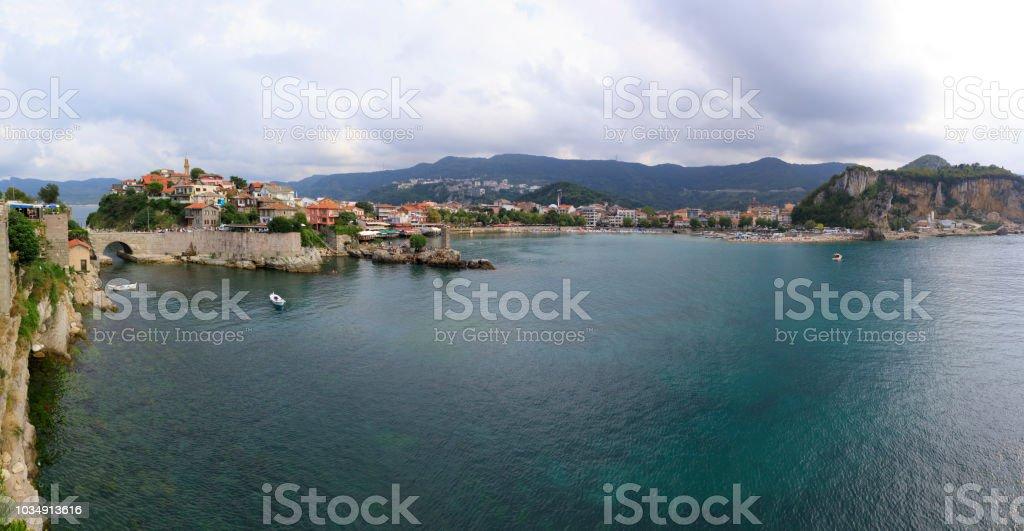 Karadeniz kıyısındaki Amasra şehir stok fotoğrafı