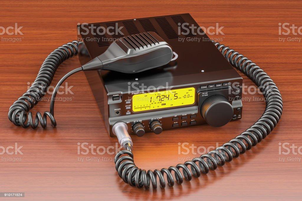 Amateurfunk-Transceiver mit PTT-Mikrofon-Schalter auf dem Holztisch. 3D-Rendering – Foto