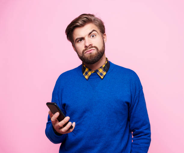 Amazed man with mobile phone Amazed man with mobile phone raised eyebrows stock pictures, royalty-free photos & images