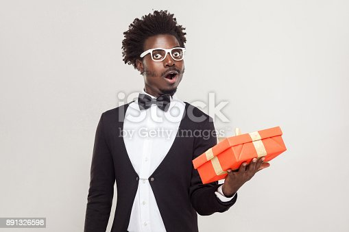 istock Amazement man holding gift box and shocked. 891326598