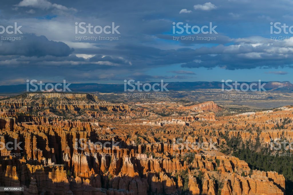 Amazing and colorful sunset viewed from Bryce Point overlooking the Amphitheatre, Bryce Canyon National Park, North America, USA Lizenzfreies stock-foto