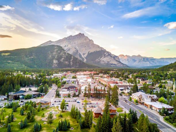 Erstaunliche Stadtbild von Banff in den Rocky Mountains, Alberta, Kanada – Foto