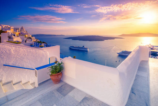 amazing evening view of fira, caldera, volcano of santorini, greece with cruise ships at sunset. cloudy dramatic sky. - cruise foto e immagini stock