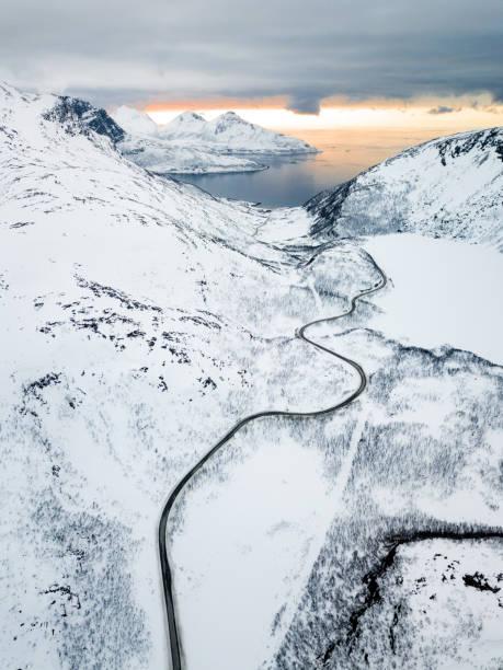 Vista aérea da incrível fiordes da Noruega - foto de acervo