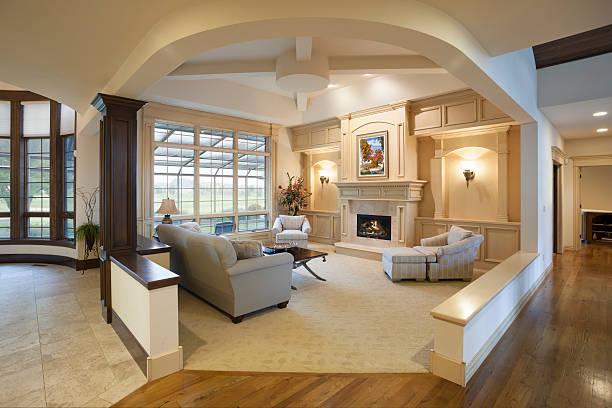 Fantastische Wohnzimmer Architektur, offenes Design – Foto
