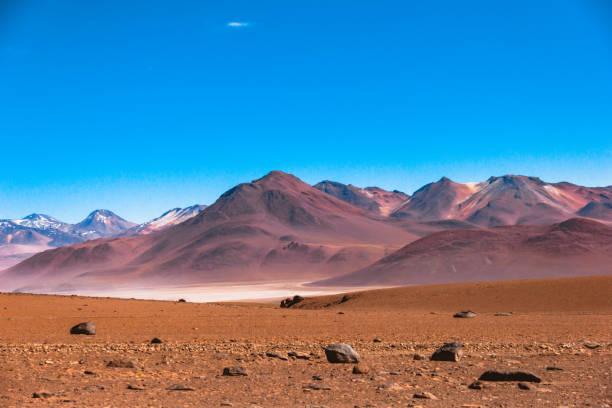 アタカマ砂漠の驚くべき山々。 - アルティプラノ ストックフォトと画像