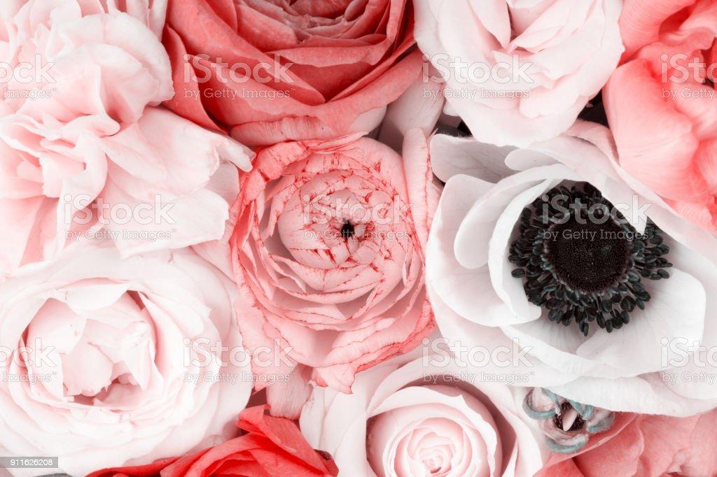 magnifique bouquet de fleurs rouges et blanches photos et plus d 39 images de amour istock. Black Bedroom Furniture Sets. Home Design Ideas