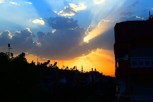 Amazing Sun Cloud İnteresting Sun & Cloud grafiker stock pictures, royalty-free photos & images