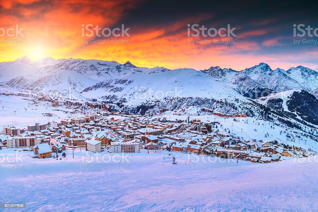 Amazing sunrise and ski resort in the French Alps,Europe foto