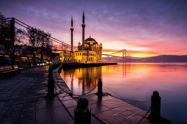 amazing sunrise at ortakoy mosque, istanbul - i̇stanbul stok fotoğraflar ve resimler