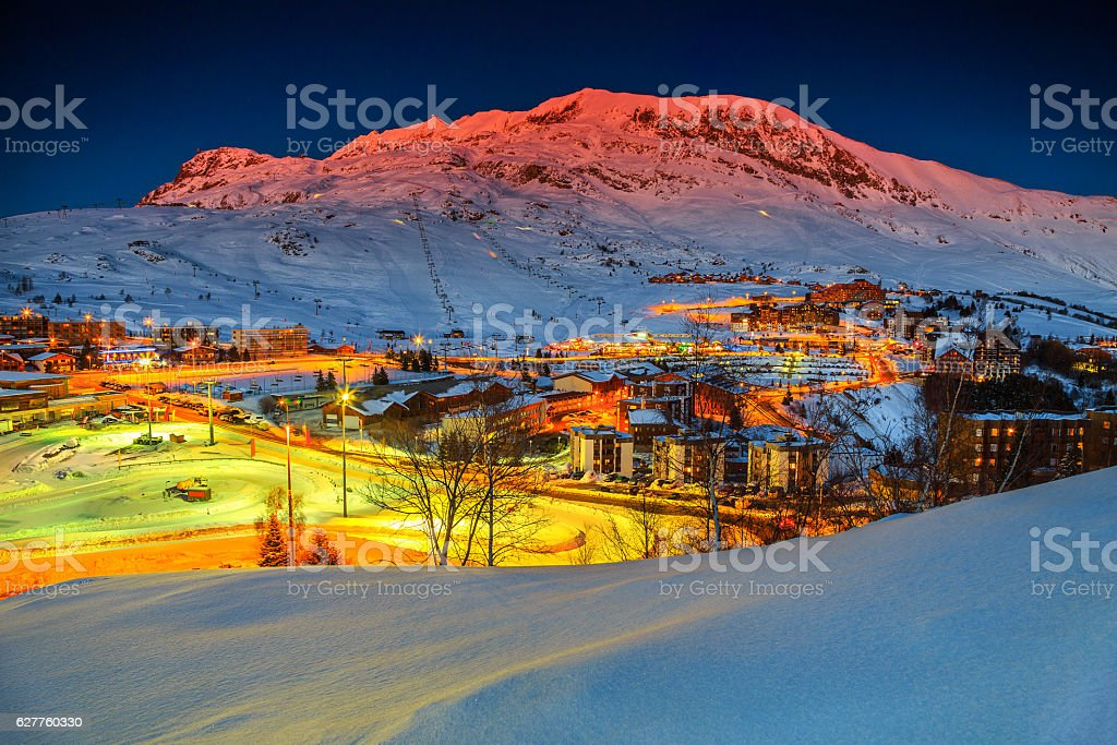 Amazing sunset and ski resort in the French Alps,Europe foto