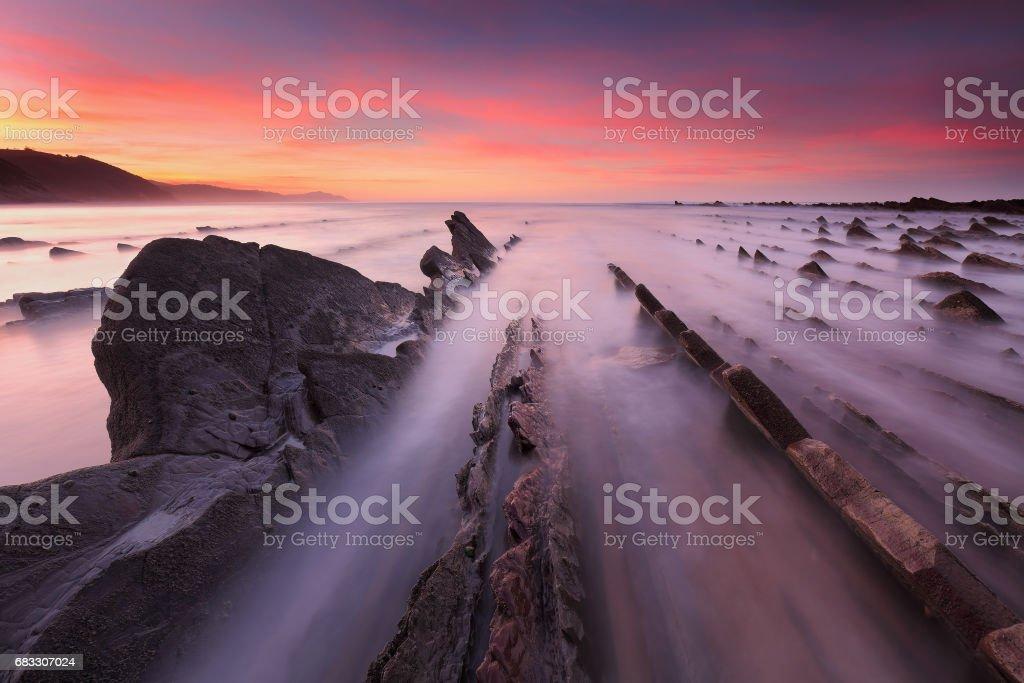Amazing sunset at Sakoneta beach (Gipuzkoa, Basque Country) royaltyfri bildbanksbilder