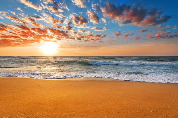 Amazing sunset landscape beautiful nature background picture id937689938?b=1&k=6&m=937689938&s=612x612&w=0&h=kxmfrvws9zgbvqhc ndil x7ytutem118nvjt  g3pa=