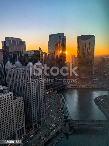 483312814 istock photo Amazing sunset over Chicago Loop and River during January evening rush hour 1089581834