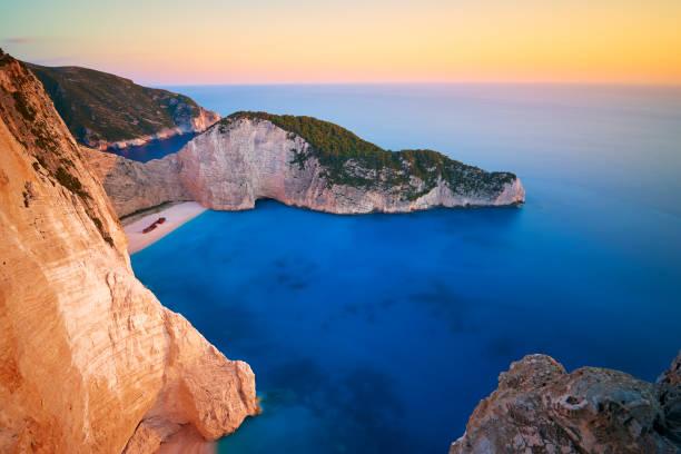 Erstaunlicher Sonnenuntergang über dem berühmten