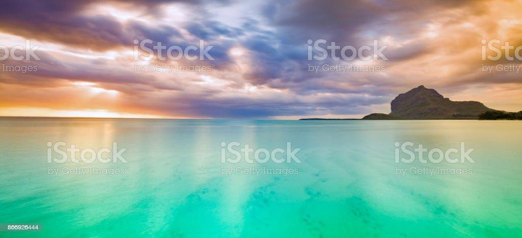 Herrliche Aussicht auf Le Morne Brabant bei Sonnenuntergang. Mauritius. Panorama – Foto