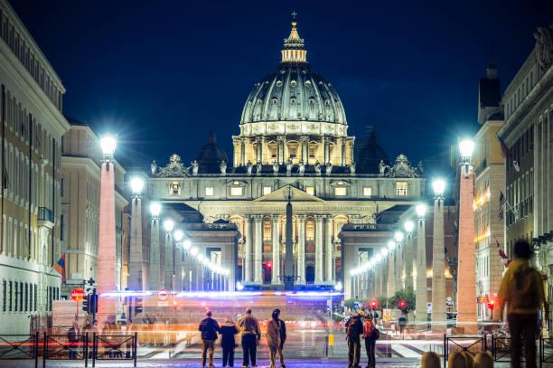 herrlichen blick auf st. peter basilica in rom - papst benedikt xvi stock-fotos und bilder
