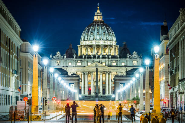 amazing view of st. peter basilica in rome - ratzinger foto e immagini stock