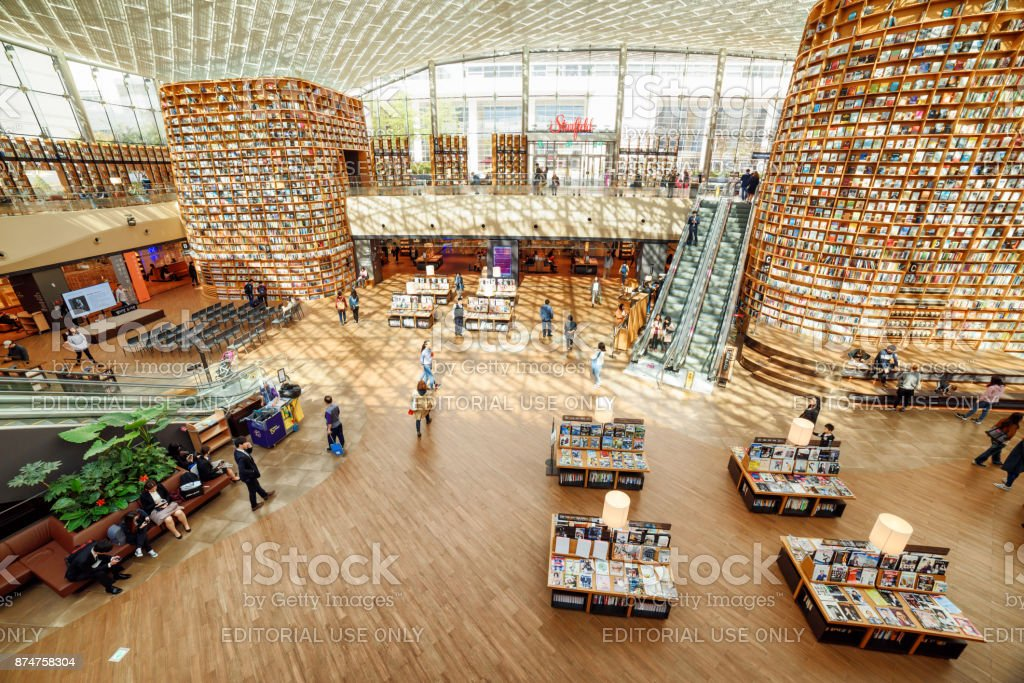 Amazing view of the Starfield Library reading area, Seoul stock photo