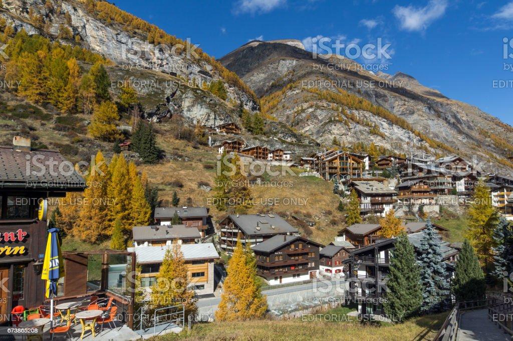 ZERMATT, İsviçre - 27 Ekim 2015: Zermatt Resort, İsviçre'nin görünümü şaşırtıcı royalty-free stock photo