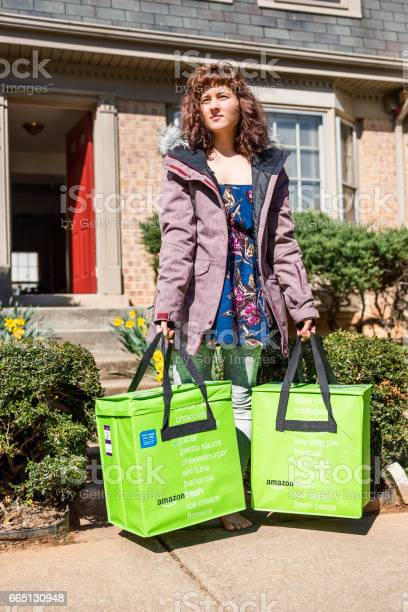 Amazon fresh insulated grocery delivery bags on front porch closeup picture id665130948?b=1&k=6&m=665130948&s=612x612&h=5jblhhpyvxyiojnys1rgp ldvx3wp0rethihdqvcjws=