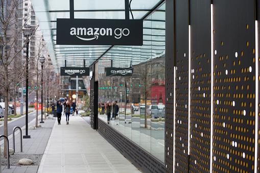 Amazon Go Automated Shopping At Headquarters Building Seattle Washington Usa - Fotografie stock e altre immagini di Amazon Go