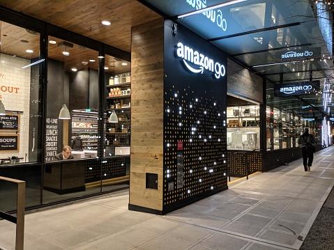Amazon Go Beta Test Store On The Amazon Campus In Seattle - Fotografie stock e altre immagini di .com