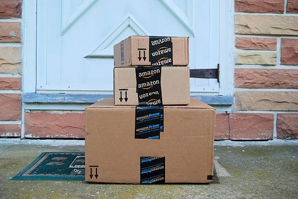 amazon packages - paket stock-fotos und bilder